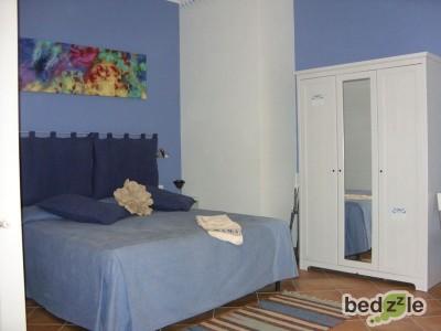 n. 1 stanza blu